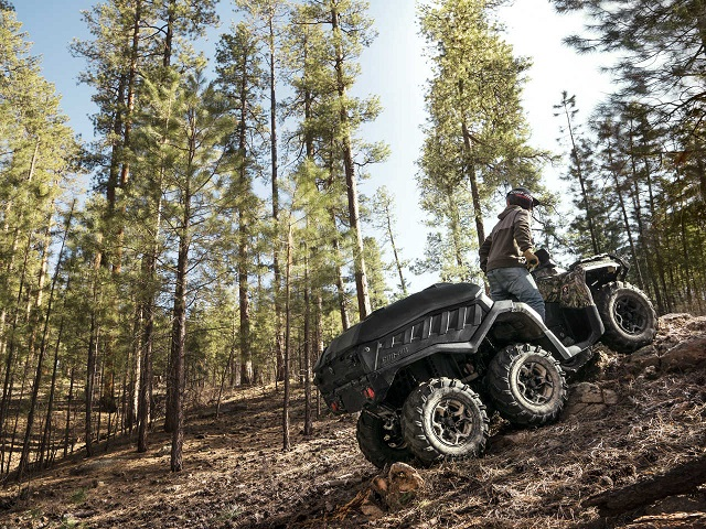 2016.can-am.outlander1000xt-dps-6x6.camo_.right_.riding.up-hill