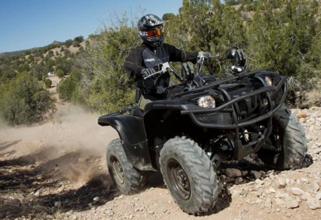 2014-Yamaha-Grizzly-700-Tactical-Black-Action-Front