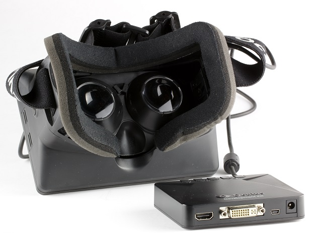 Oculus_Rift_-_Developer_Version_-_Back_and_Control_Box