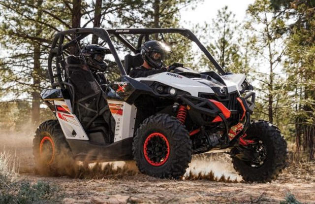 2014-Can-Am-Maverick-1000R-X-xc-Action-02