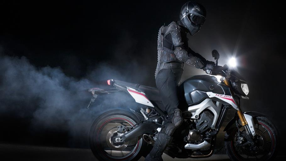 2014-yamaha-mt-09-street-rally-eu-tech-graphite-action-001