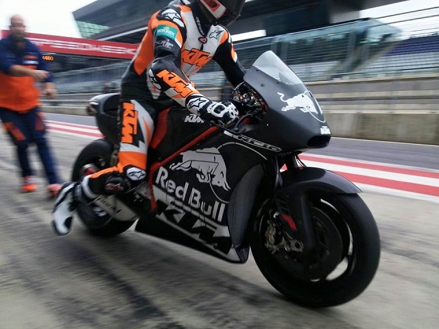 103015-ktm-rc16-motogp-bike-1