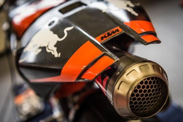 KTM-RC16-Akrapovic-exhaust