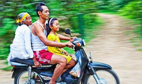 Sharia-law-motorbikes-Indonesia-Islam-574938